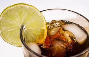 Napoje słodzone zwiększają ryzyko zachorowania na raka?