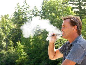 E-papierosy: bardziej niebezpieczne od tradycyjnych?