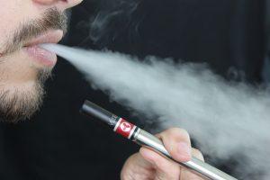 Aerozol z e-papierosów szkodliwy dla płuc