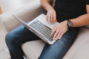 Onkolog do mężczyzn: zdejmijcie laptopy z kolan!