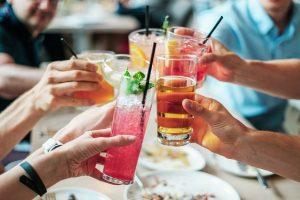 Alkohol: wciąż pijemy źle i za dużo