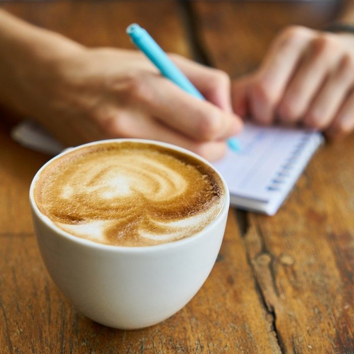Jak kawa wpływa na przeżycie u pacjentów z zaawansowanym rakiem jelita grubego?