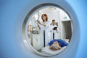 Radioterapia skuteczniejsza i bezpieczniejsza: wynalazek gdańskich naukowców