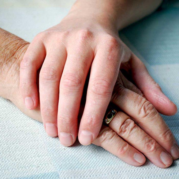 Życie z rakiem: jak rozmawiać z bliskimi o chorobie?