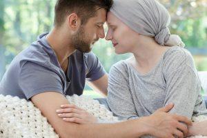 """Read more about the article """"Weź się w garść"""", """"nie przesadzaj"""": co utrudnia życie z chorobą nowotworową?"""